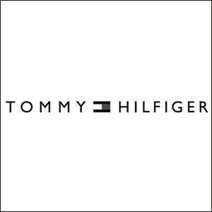トミー・ヒルフィガー(TOMMY HILFIGER)は、アメリカのファッションブランドで自身の名前を冠にしたアパレルブランドです。ブランドロゴでもある赤・青・白のフラッグ