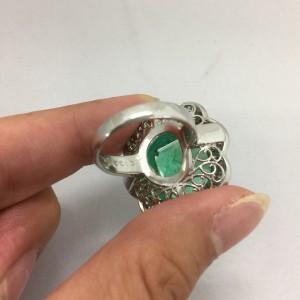 エメラルド,色石,宝石,貴金属,ルース,指輪,ネックレス,ペンダント,買取,販売,ブランド楽市