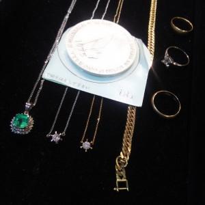 貴金属,金,買取,ネックレス,指輪,ダイヤモンド,エメラルド,高価買取,ブランド楽市
