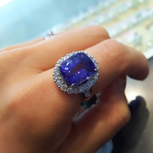 タンザナイト,宝石,貴金属,青色石,紫色石,パワーストーン,指輪,リング,12月誕生石