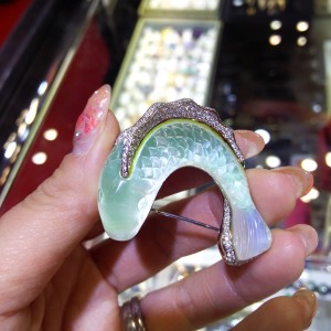 水晶,貴金属,宝石,ブローチ,鯉,買取,遺産整理,資産整理,ブランド楽市
