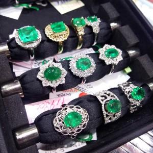 エメラルド,天然石,色石,宝石,ジュエリー,指輪,緑色石,買取,高価買取,ブランド楽市