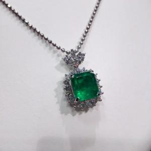 エメラルド,天然石,色石,宝石,ネックレス,緑色石,買取,高価買取,ブランド楽市
