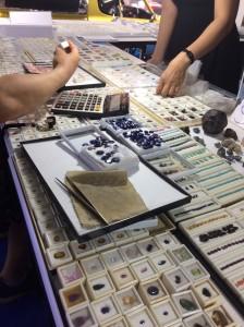 宝石,ジュエリー,海外取引,ブランド楽市,買取,販売