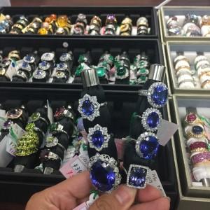 タンザナイト,指輪,リング,ダイヤモンド,金,プラチナ,宝石,貴金属,生前整理,遺産整理,鑑定,査定,価値,専門店,ブランド楽市