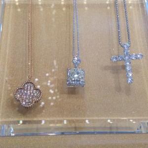 ダイヤモンド,金,プラチナ,ネックレス,ブローチ,宝石,貴金属,鑑定,査定,価値,専門店,ブランド楽市