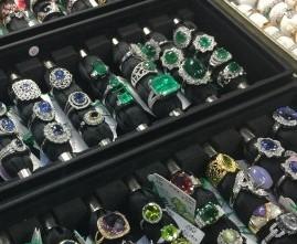 5 月,誕生石,エメラルド,指輪,リング,ダイヤモンド,金,プラチナ,宝石,貴金属,生前整理,遺産整理,鑑定,査定,価値,専門店,ブランド楽市