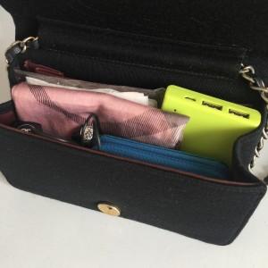 荷物,手荷物,リップ,口紅,財布,コインケース,モバイル, 充電器,イヤフォン,ハンカチ,テッシュ