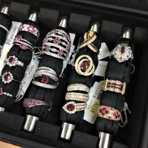 ガーネット,1月,誕生石,友愛,真実の愛,宝石言葉,色石,贈り物,指輪,リング,貴金属