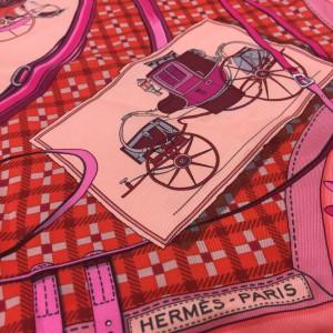 エルメス,HERMES,スカーフ,リビングコーラル,トレンドカラー,オシャレ,ファッション,春,くすみカラー,ピンク
