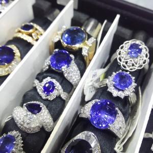サファイヤ,SAPPHIRE,宝石,催事,指輪,リング,ジュエリー,プラチナ,ブランド楽市,アンテウス