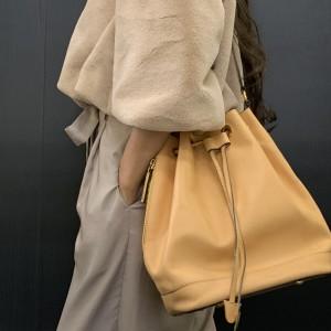 セリーヌ,バッグ,ブランド,無地,オシャレ,ファッション