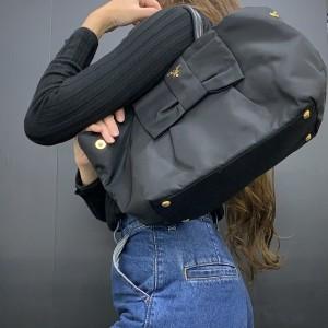 プラダ,PRADA,キーケース,ナイロンバッグ,ハンドバッグ,軽量バッグ,軽い,ナイロン素材,旅行,お出掛け