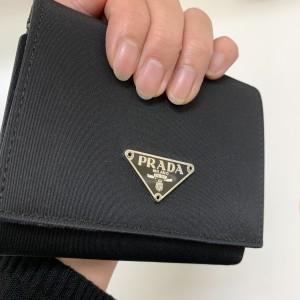 プラダ,PRADA,財布,小型,小さめ,ブランド