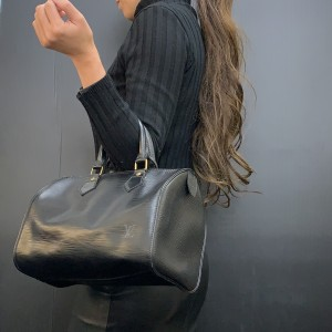 黒,ブラック,ファッション,コーデ,冬,オシャレ,ルイ・ヴィトン,LOUIS VUITTON,エピライン,ショルダーバッグ,ブランド