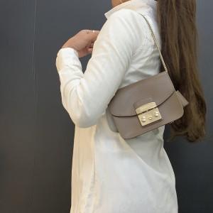 フルラ,FURLA,ミニバッグ,チェーンバッグ,ミニショルダー,小さい,バッグ,小型バッグ,トレンド,ファッション