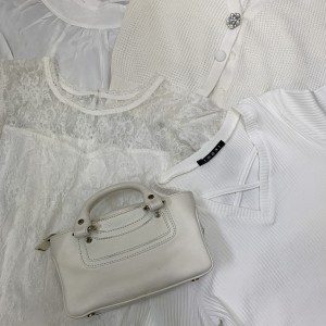 白,ホワイト,ファッション,コーデ,トレンド,ワントーンコーデ,オシャレ,ブランド,バッグ,ブランド楽市,赤羽店