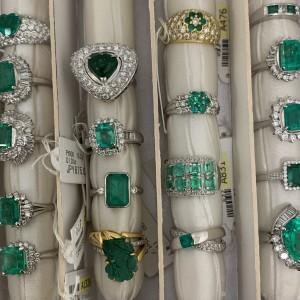 エメラルド,ジュエリー,宝石,指輪,リング,金,プラチナ,ダイヤモンド,鑑定,査定,無料,ブランド楽市,赤羽店