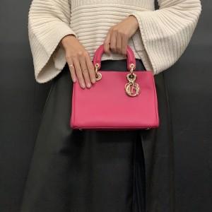 クリスチャン・ディオール,Christian Dior,カナージュ,レディディオール,ハンドバッグ,ピンク,今日のコーデ,大人コーデ,ブランド,オシャレ,ファッション