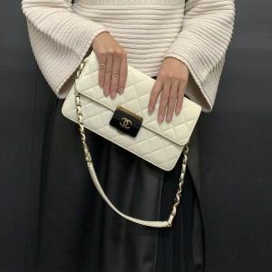 モノトーン,白バッグ,黒スカート,白ニット,モノトーンコーデ,今日のコーデ,ファッション,トレンド