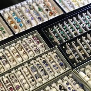 ジュエリー,宝石,貴金属,ダイヤモンド,金,プラチナ,地金,指輪リング,ネックレス,買取査定,専門店,ブランド楽市,赤羽店